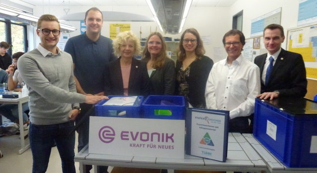Evonik spendiert Kinderforscher-Kisten für Gymnasium in Recklinghausen